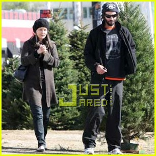 keanu reeves christmas tree shopping 012506370
