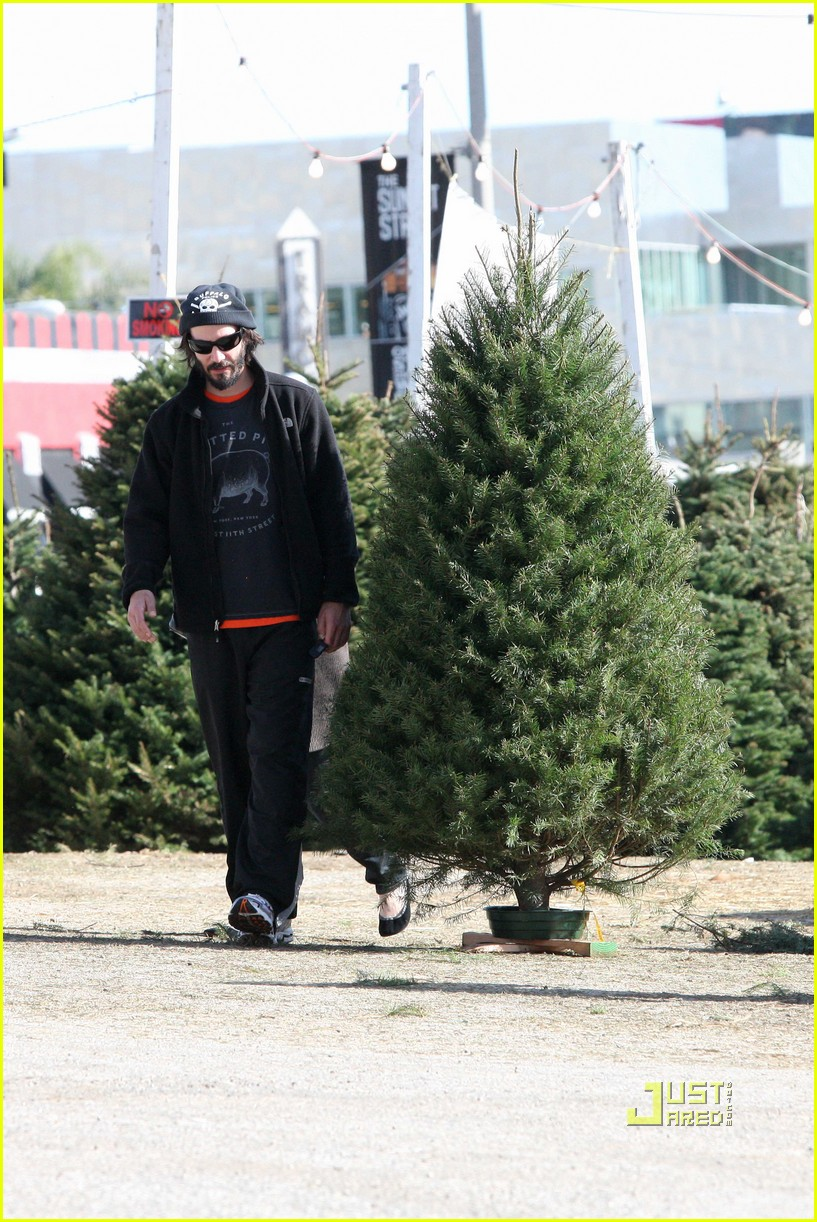 keanu reeves christmas tree shopping 07