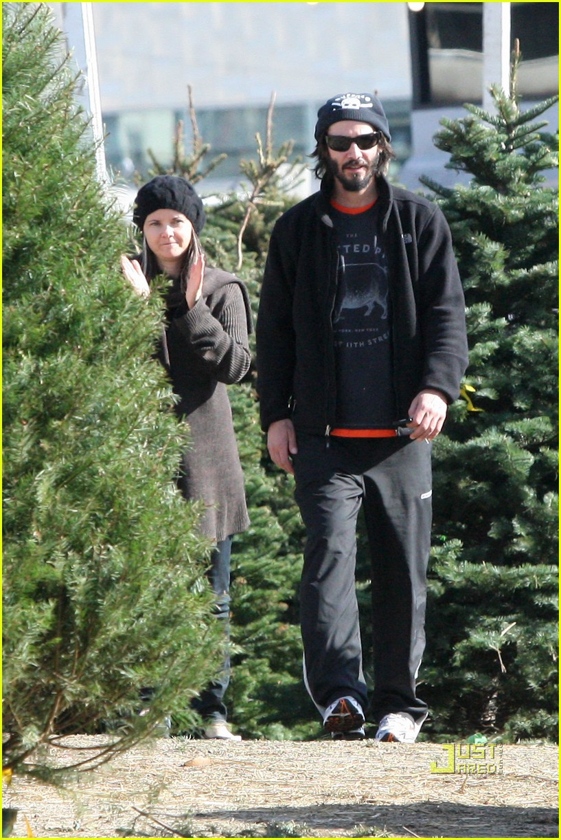 keanu reeves christmas tree shopping 12