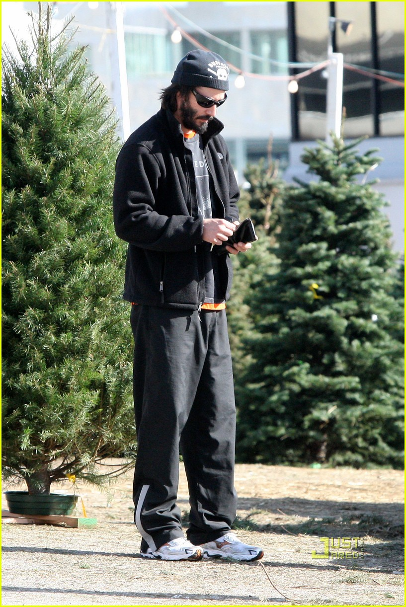 keanu reeves christmas tree shopping 14