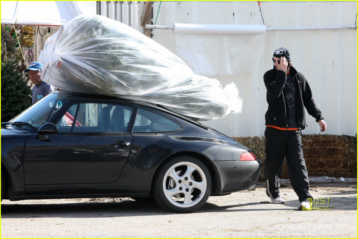 keanu reeves christmas tree shopping 162506385