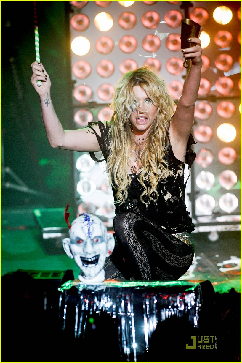 kesha billboard 05