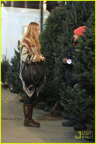 Blake Lively: Christmas Tree Shopping!: Photo 2503766 ...