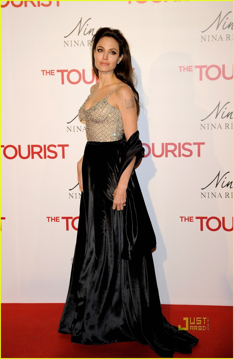 angelina jolie brad pitt tourist premiere madrid 03