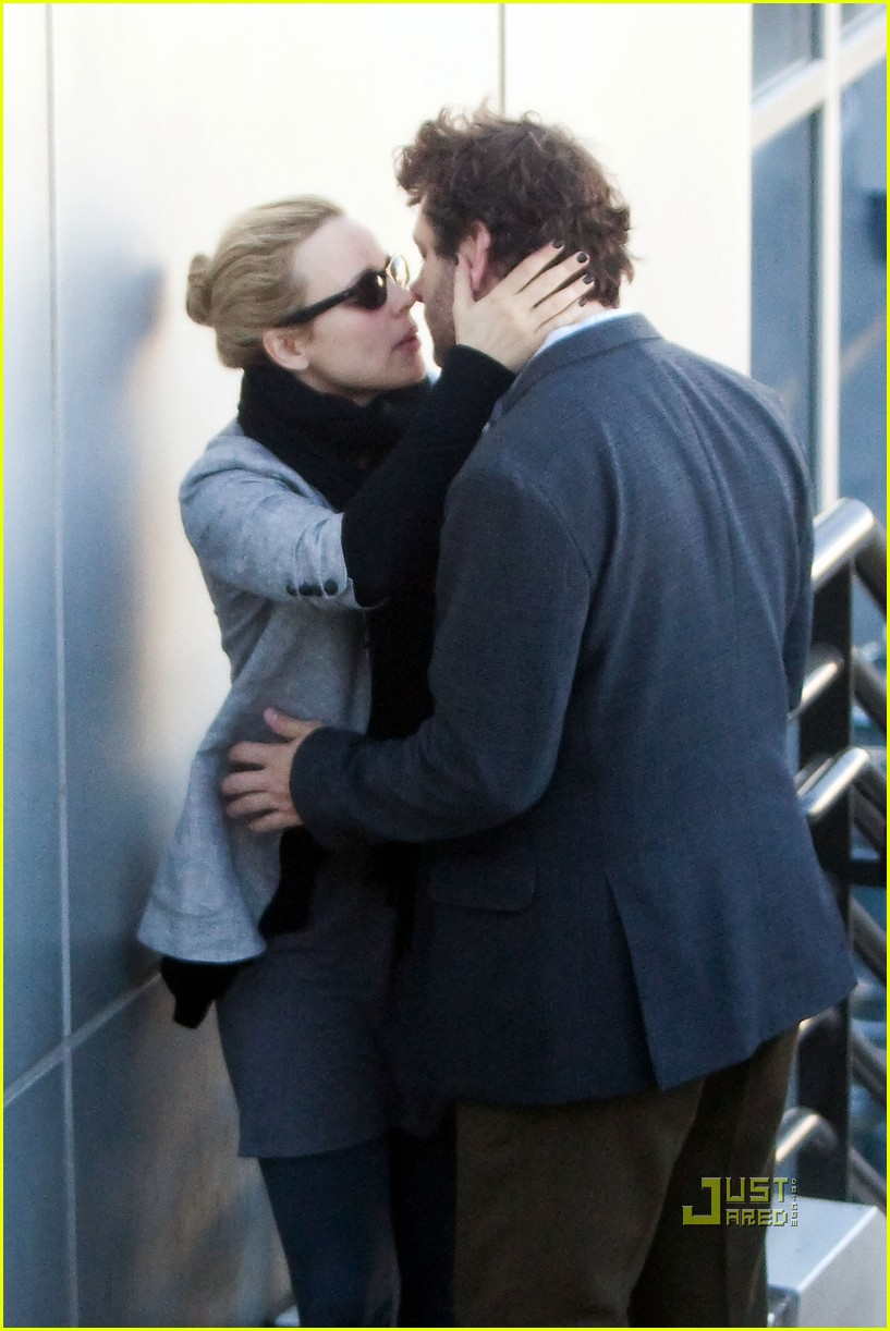rachel mcadams michael sheen kiss 07