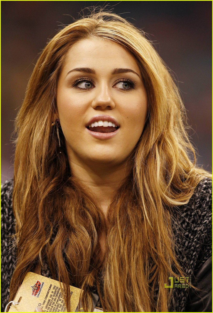 miley cyrus undercover set 23
