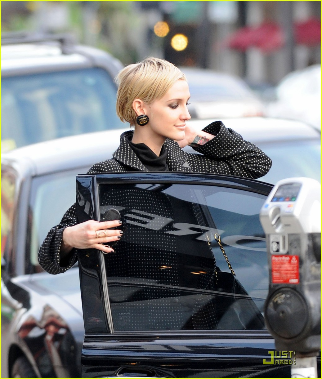 ashlee simpson gifts are for giving 01