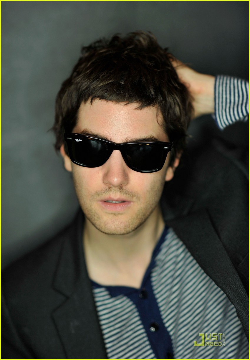 jim sturgess portraits 142504763