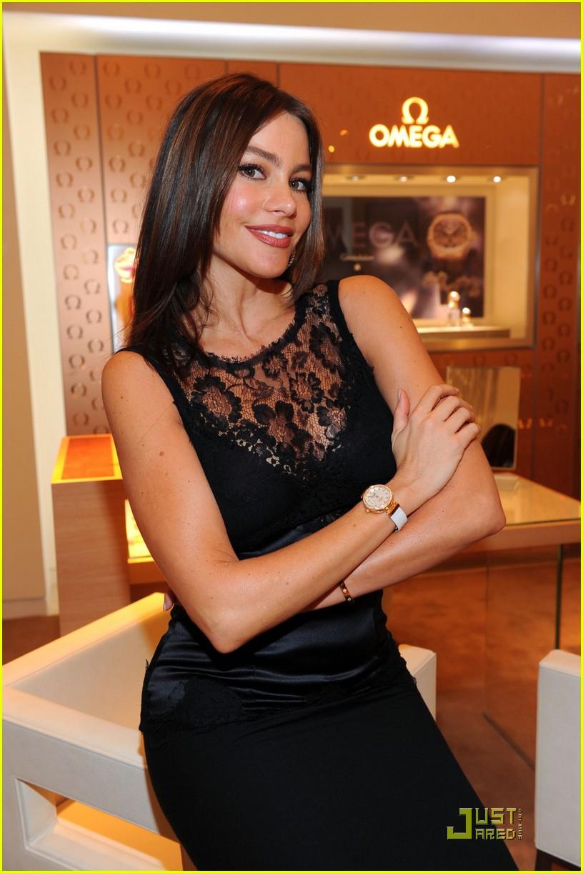 sofia vergara opens omega boutique 02