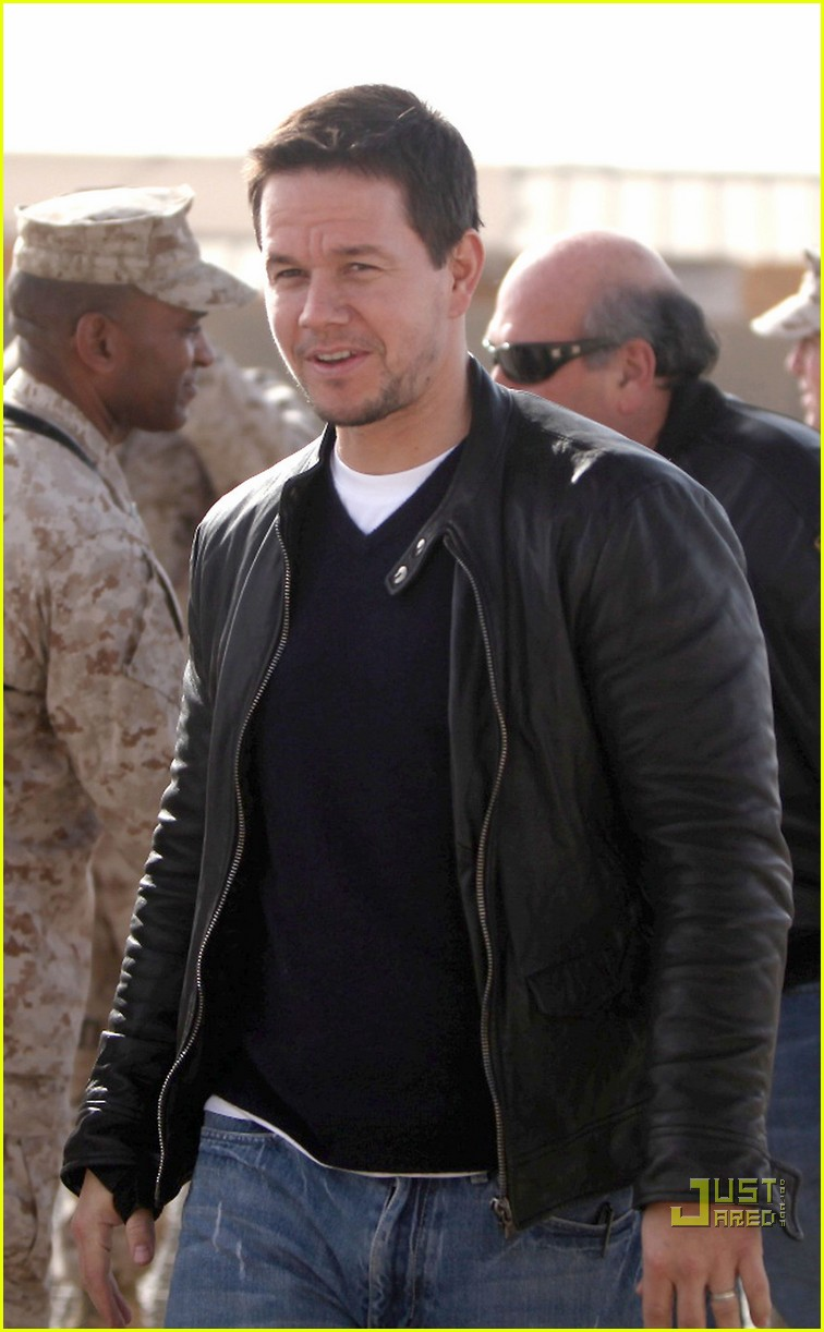 mark wahlberg salutes troops 022507262