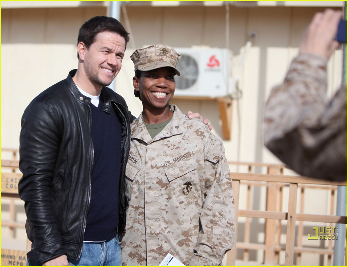mark wahlberg salutes troops 09