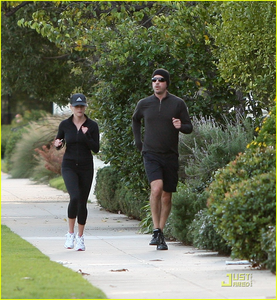 reese witherspoon jim toth jogging 082507425