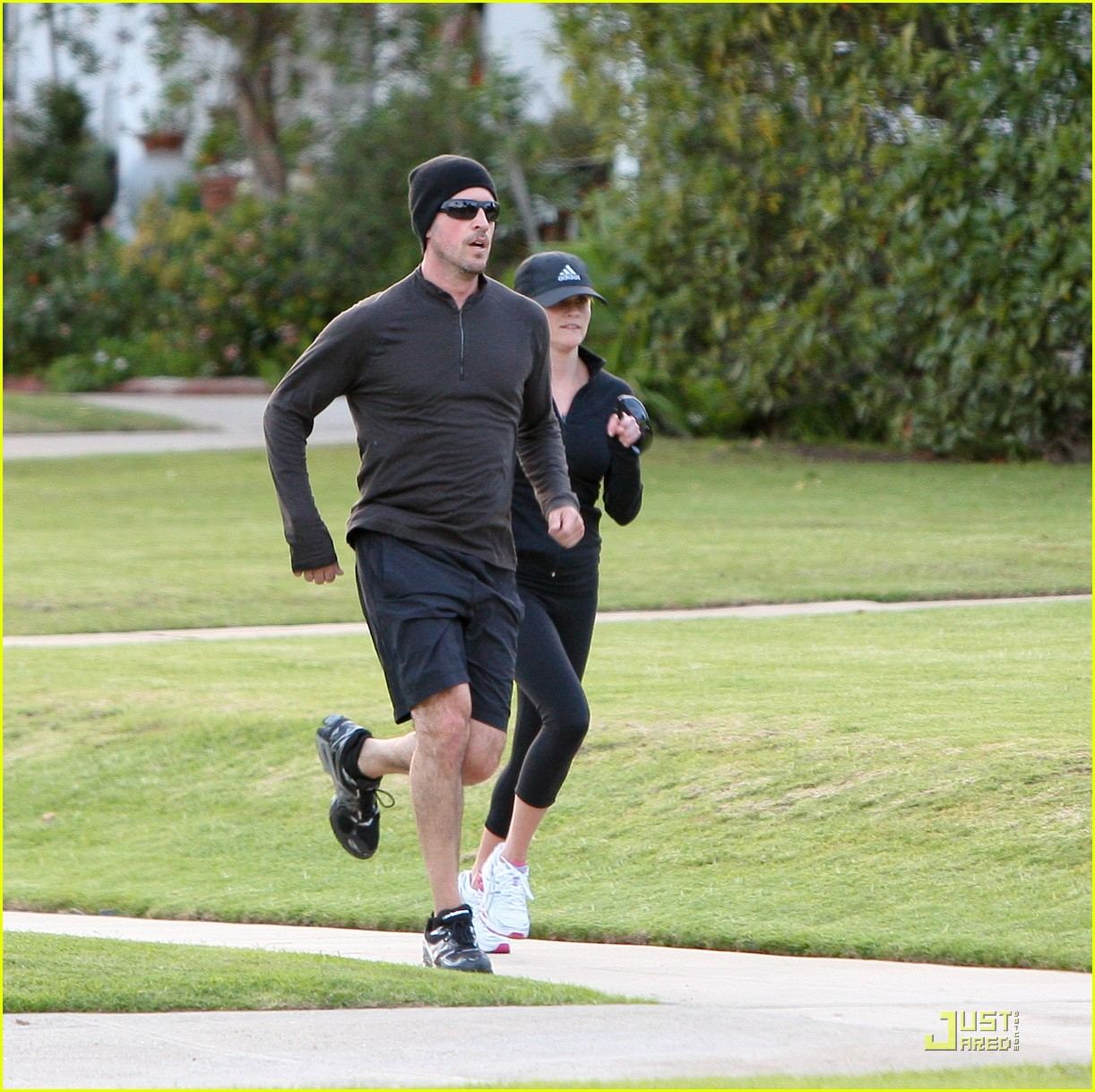 reese witherspoon jim toth jogging 10