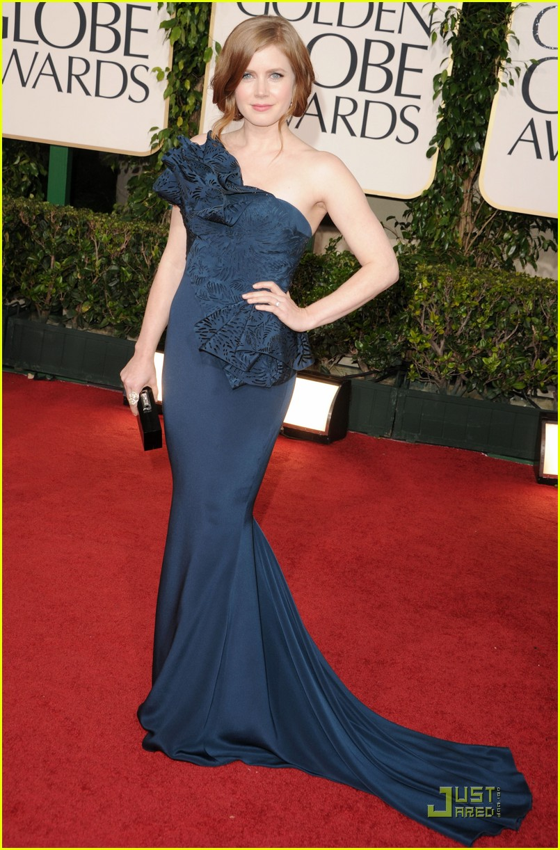 amy adams 2011 red carpet golden globes 03