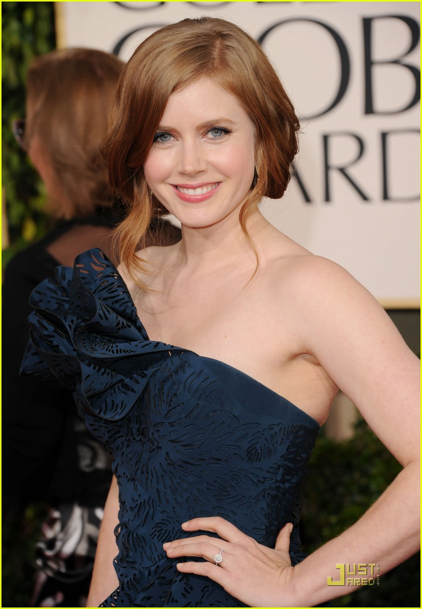 amy adams 2011 red carpet golden globes 04