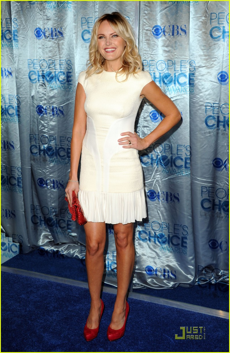 malin akerman maggie q 2011 peoples choice 12