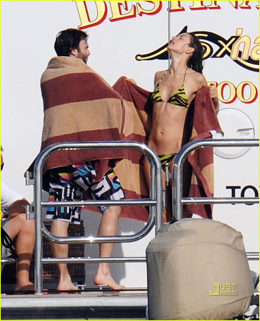 alessandra ambrosio boat st barts 03