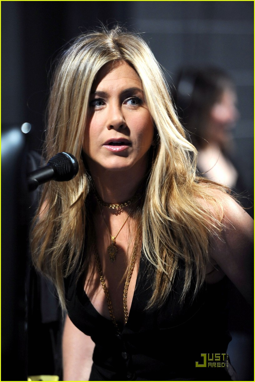 jennifer aniston pcas 012508429