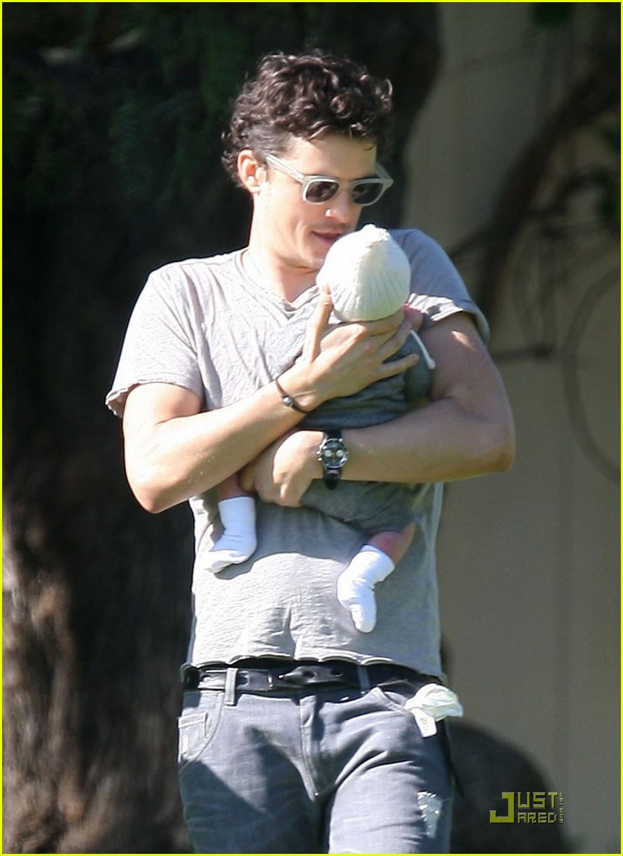 orlando bloom walk in the park with flynn 18