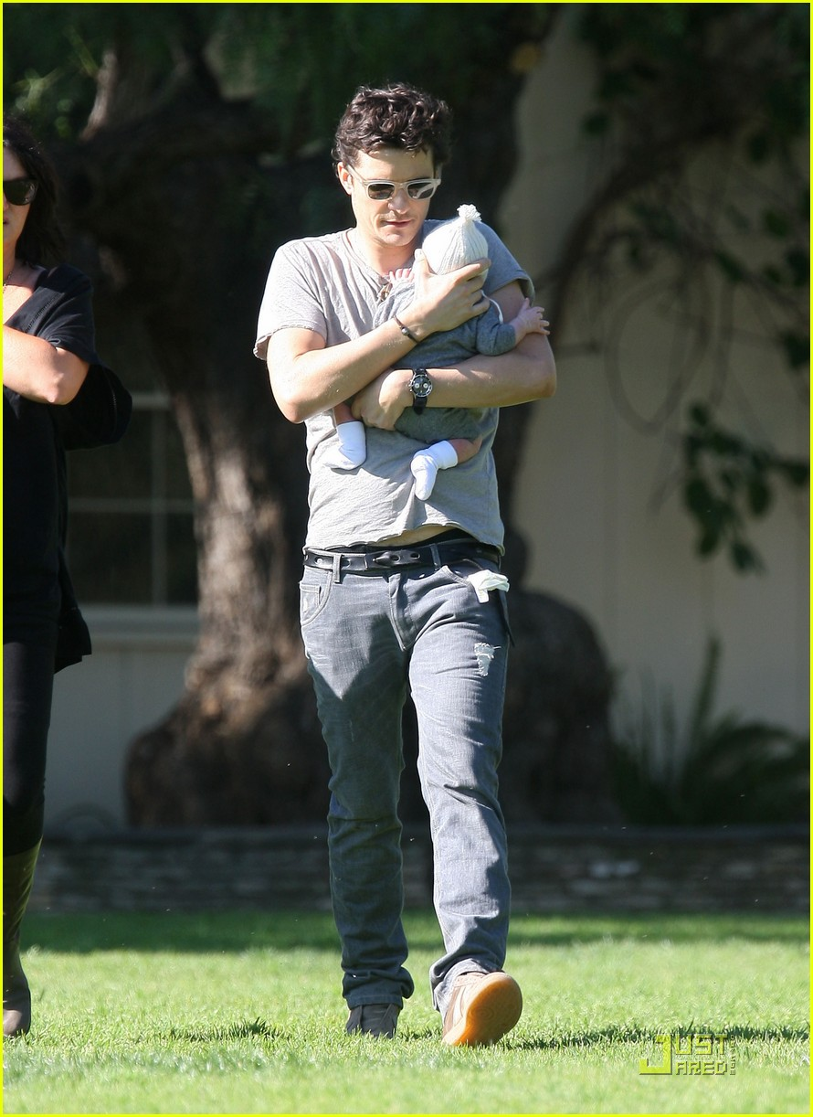 orlando bloom walk in the park with flynn 212513865