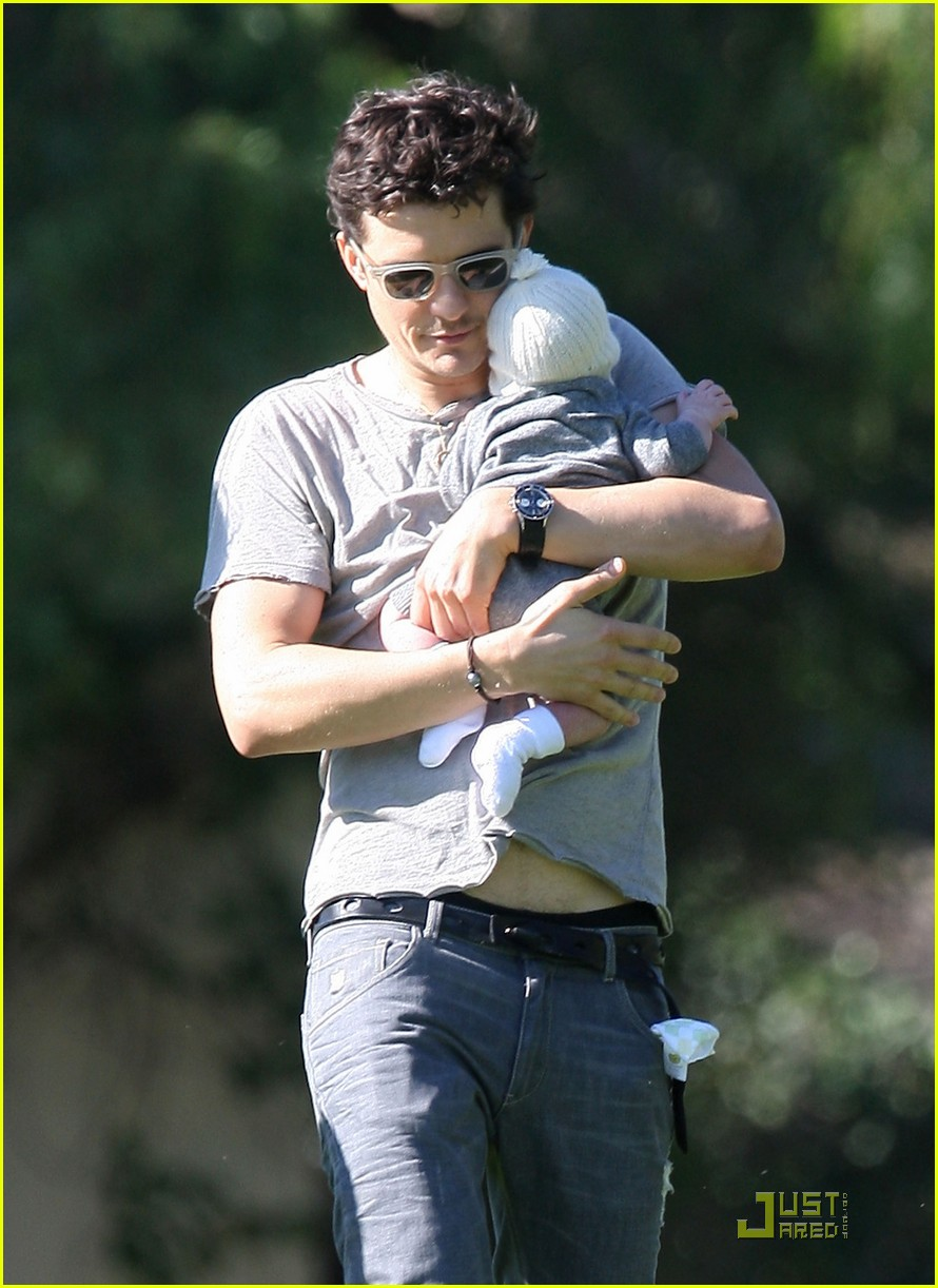 orlando bloom walk in the park with flynn 22