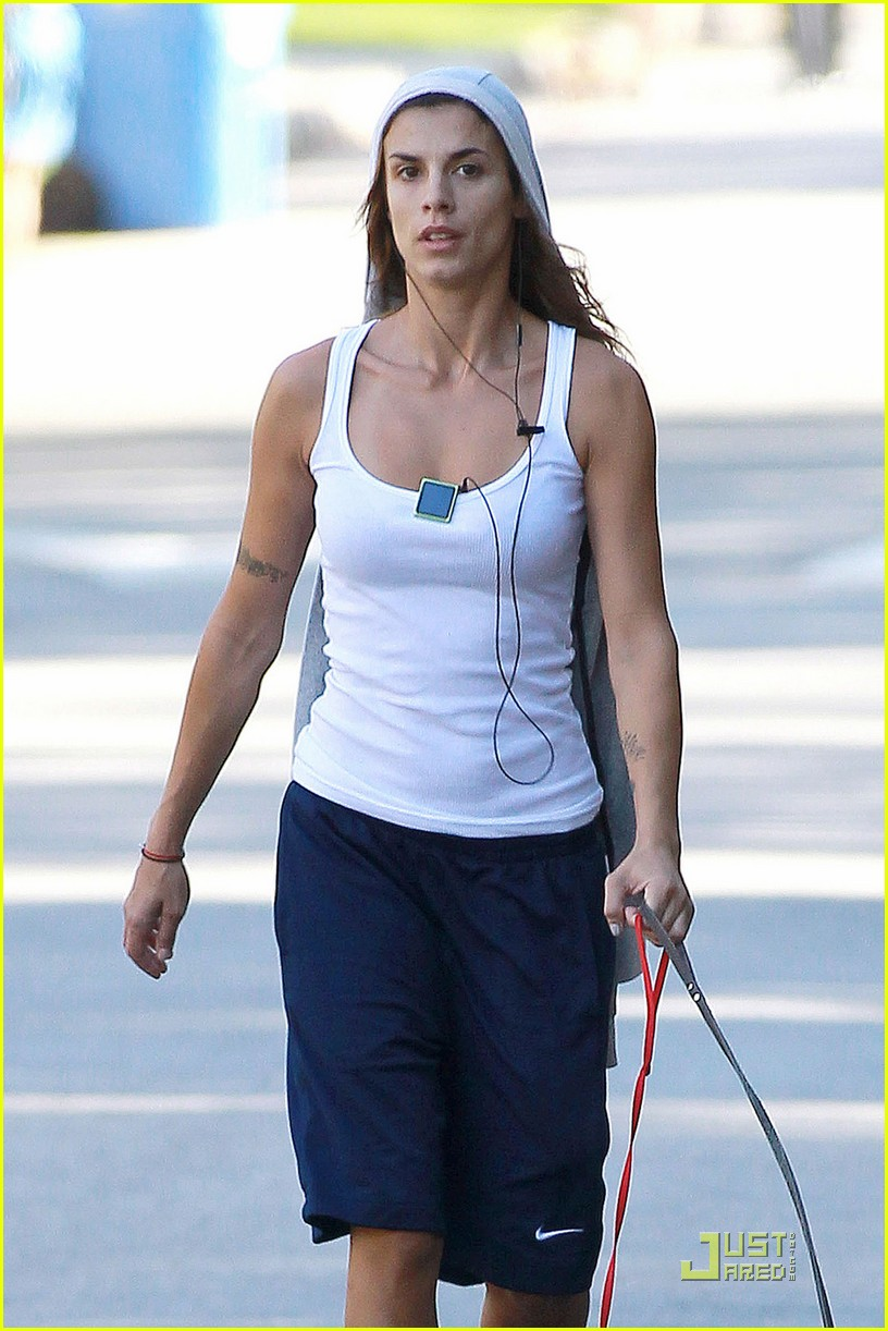 elisabetta canalis dog walk 01