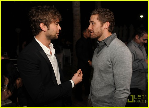chace crawford matthew morrison new years 01