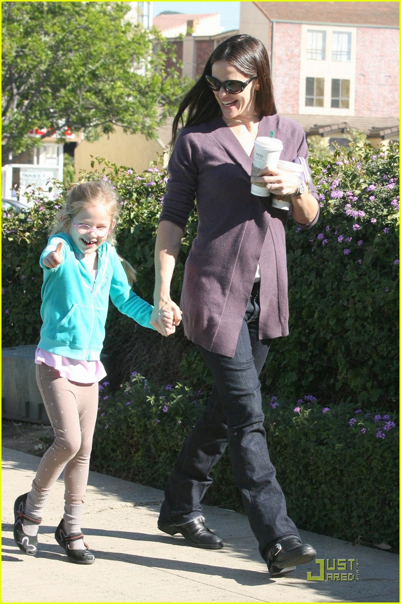 jennifer garner violet starbucks 05