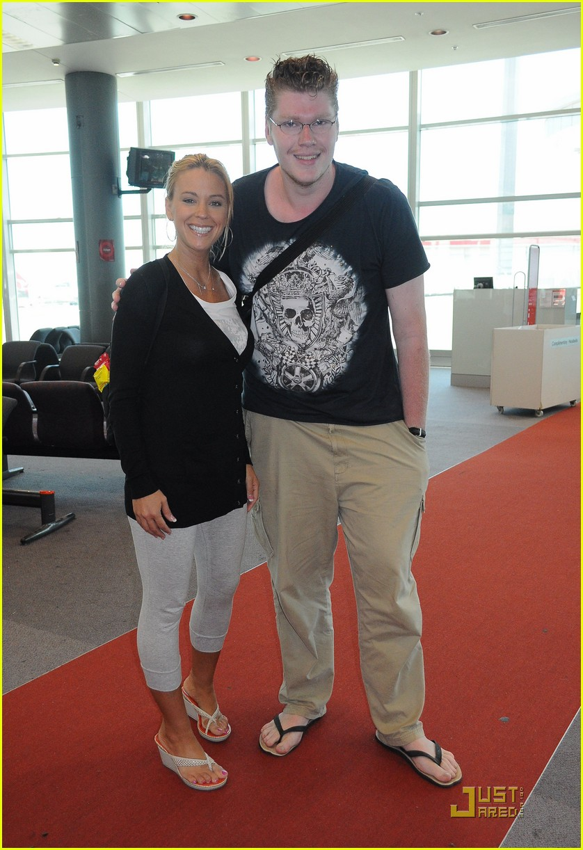 kate gosselin en route to new zealand 03