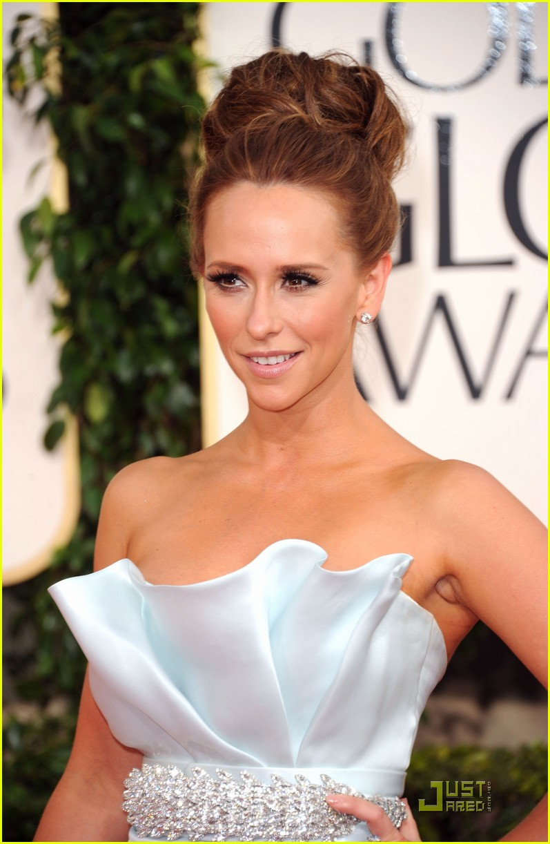 jennifer love hewitt 2011 red carpet golden globes 02