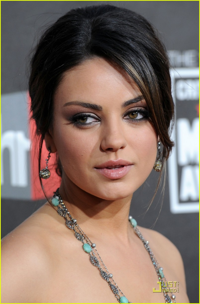 mila kunis critics choice 11