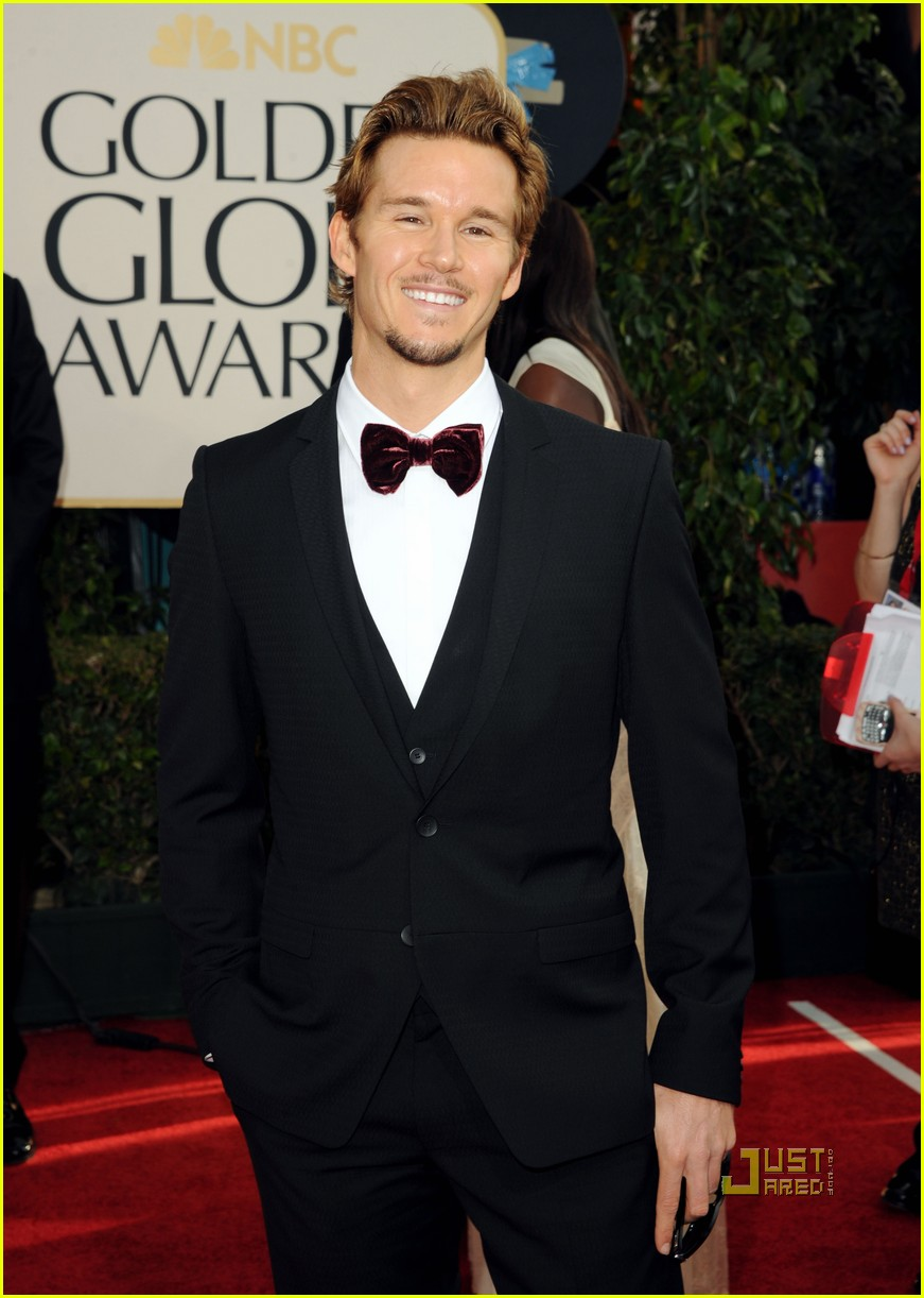 ryan kwanten 2011 golden globes red carpet 02