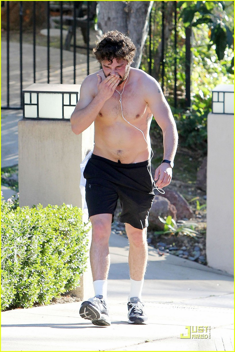 shia labeouf shirtless run 11