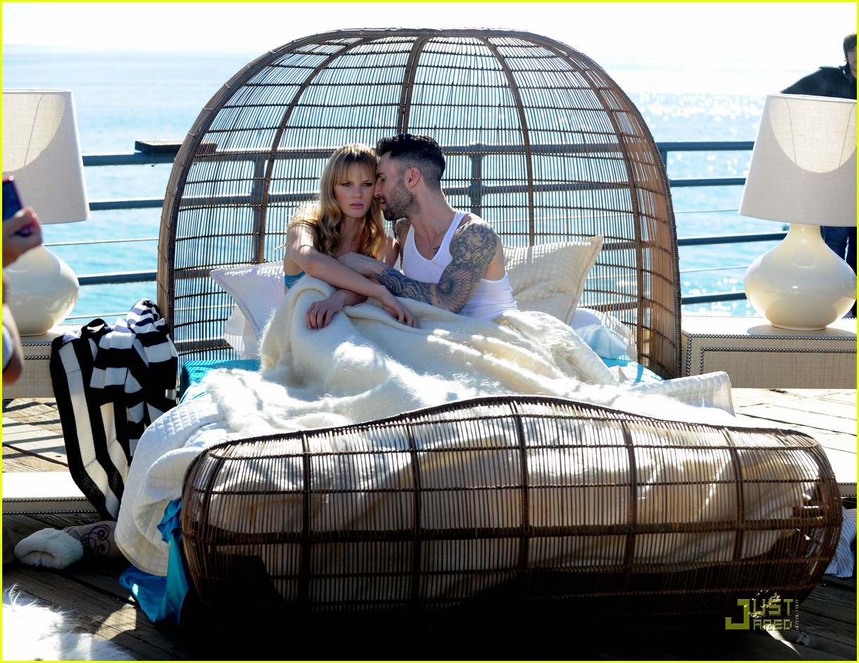 adam levine anne vyalitsyna music video 09