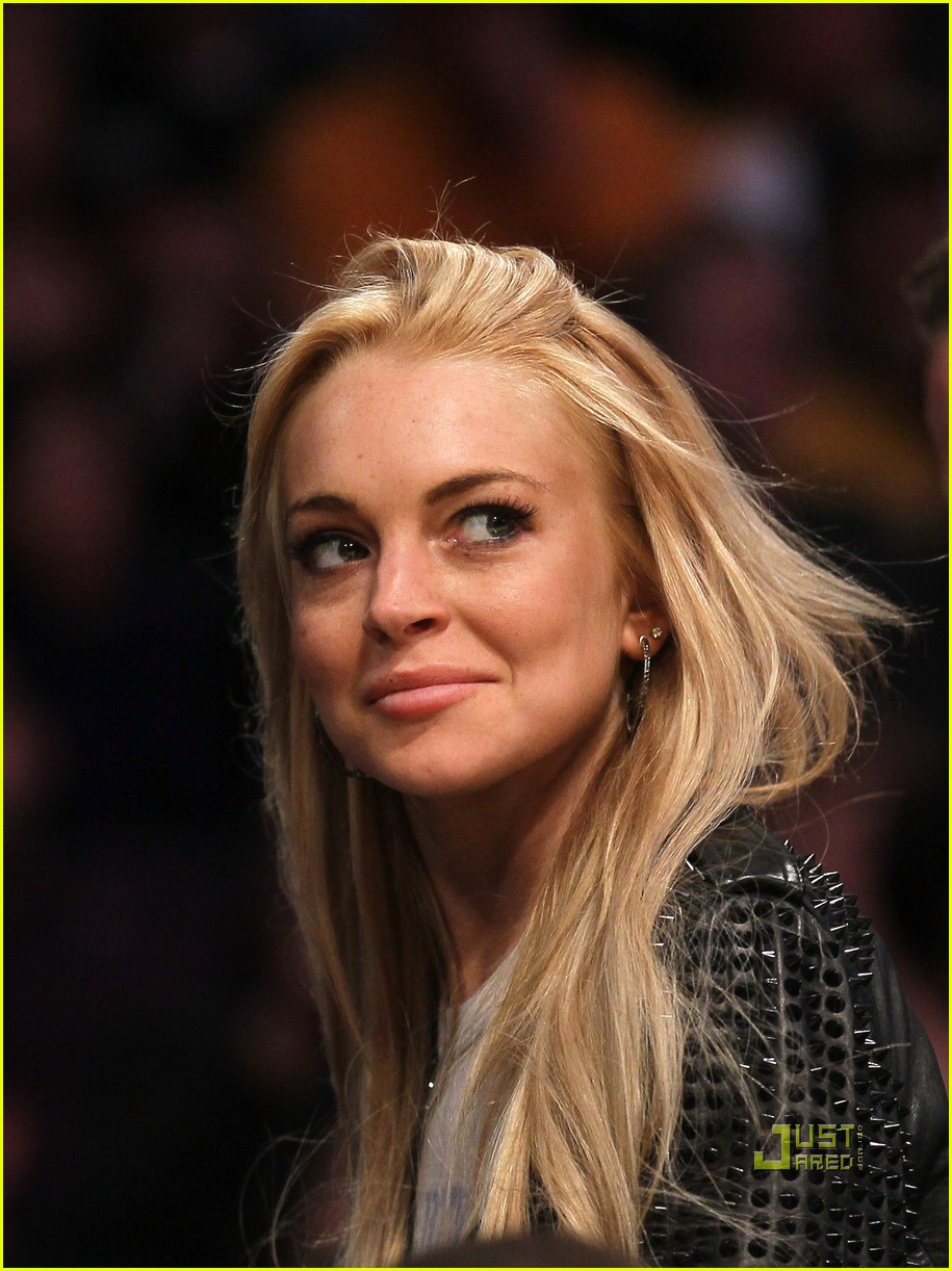 lindsay lohan lakers game 04
