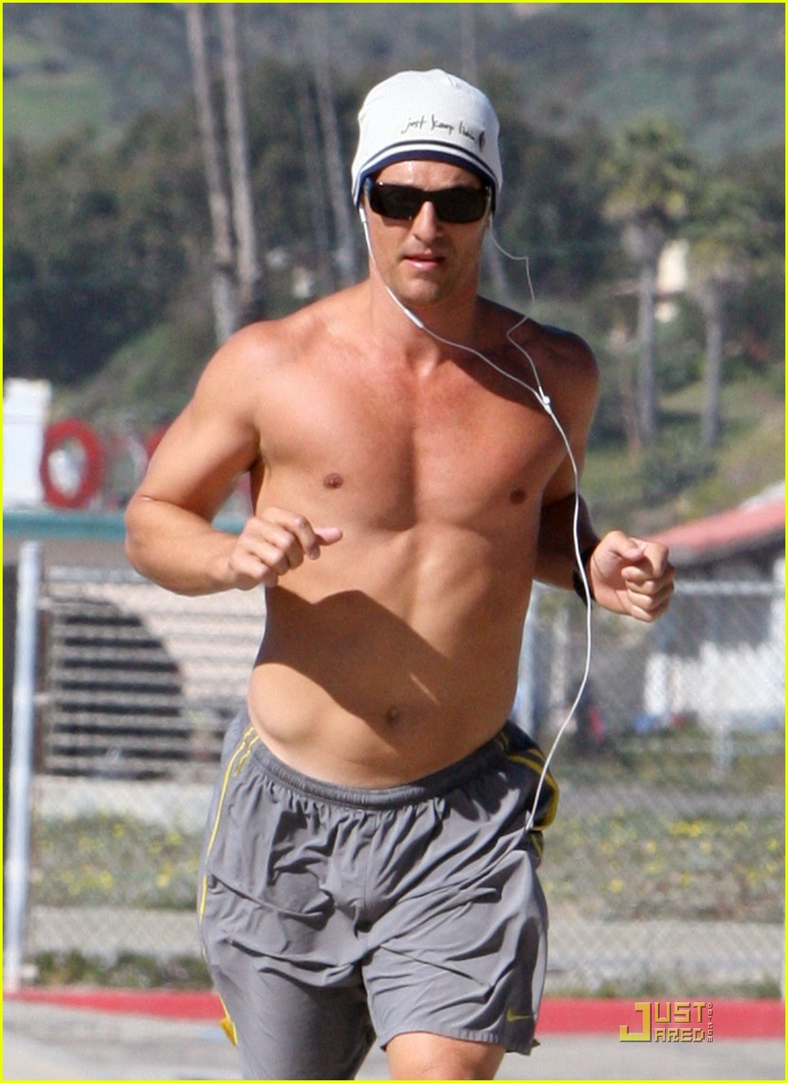 matthew mcconaughey shirtless beach run 03