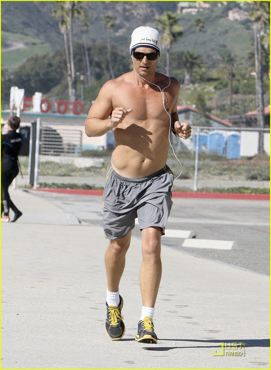 matthew mcconaughey shirtless beach run 112514034