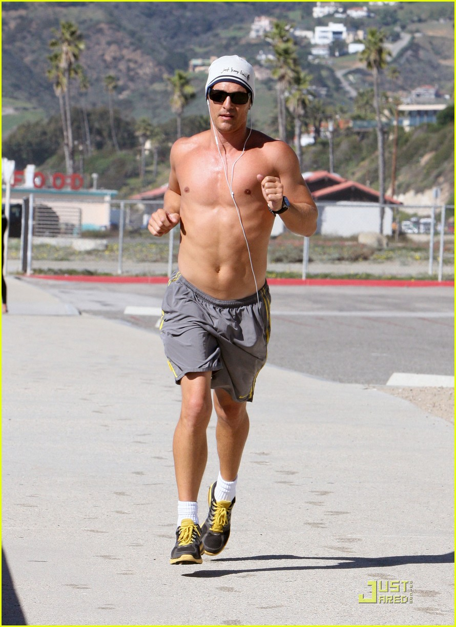 matthew mcconaughey shirtless beach run 162514039