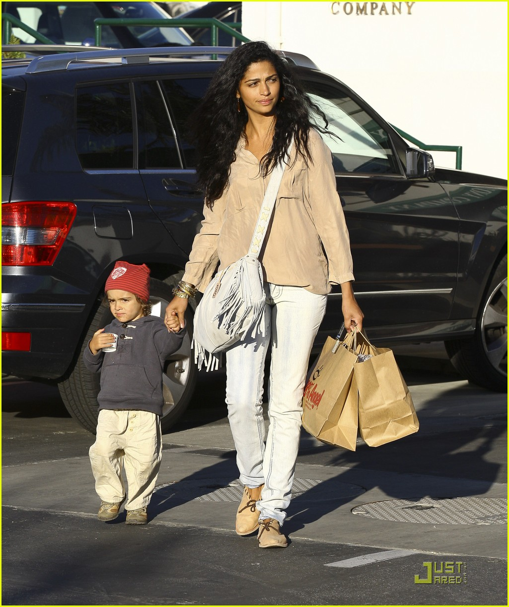 matthew mcconaughey camila alves with levi 02