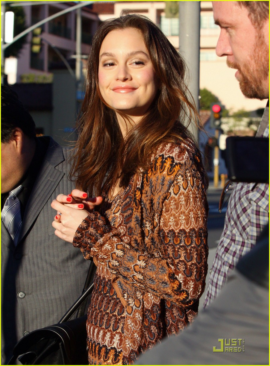 Pin leighton meester ice skating for hope photos on pinterest for Home decoration meester