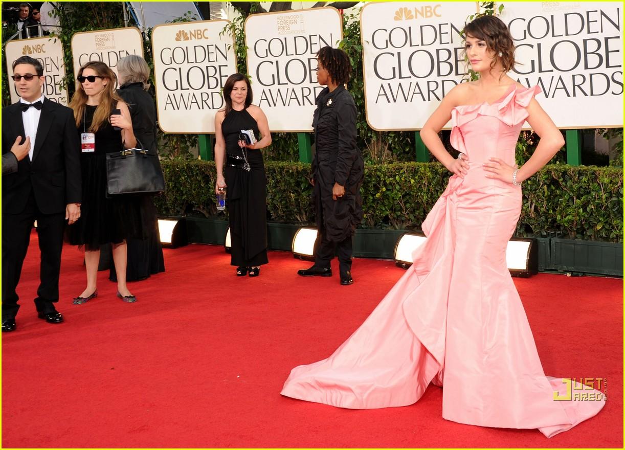 lea michele golden globes red carpet 2011 02