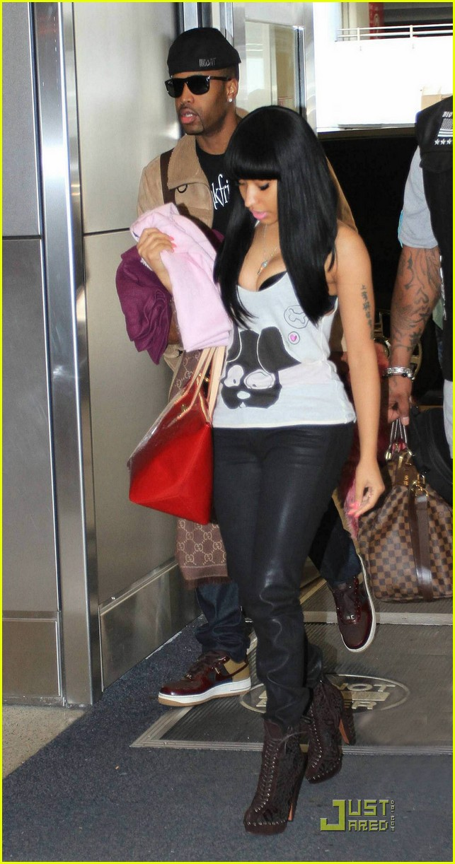 nicki minaj airport 01