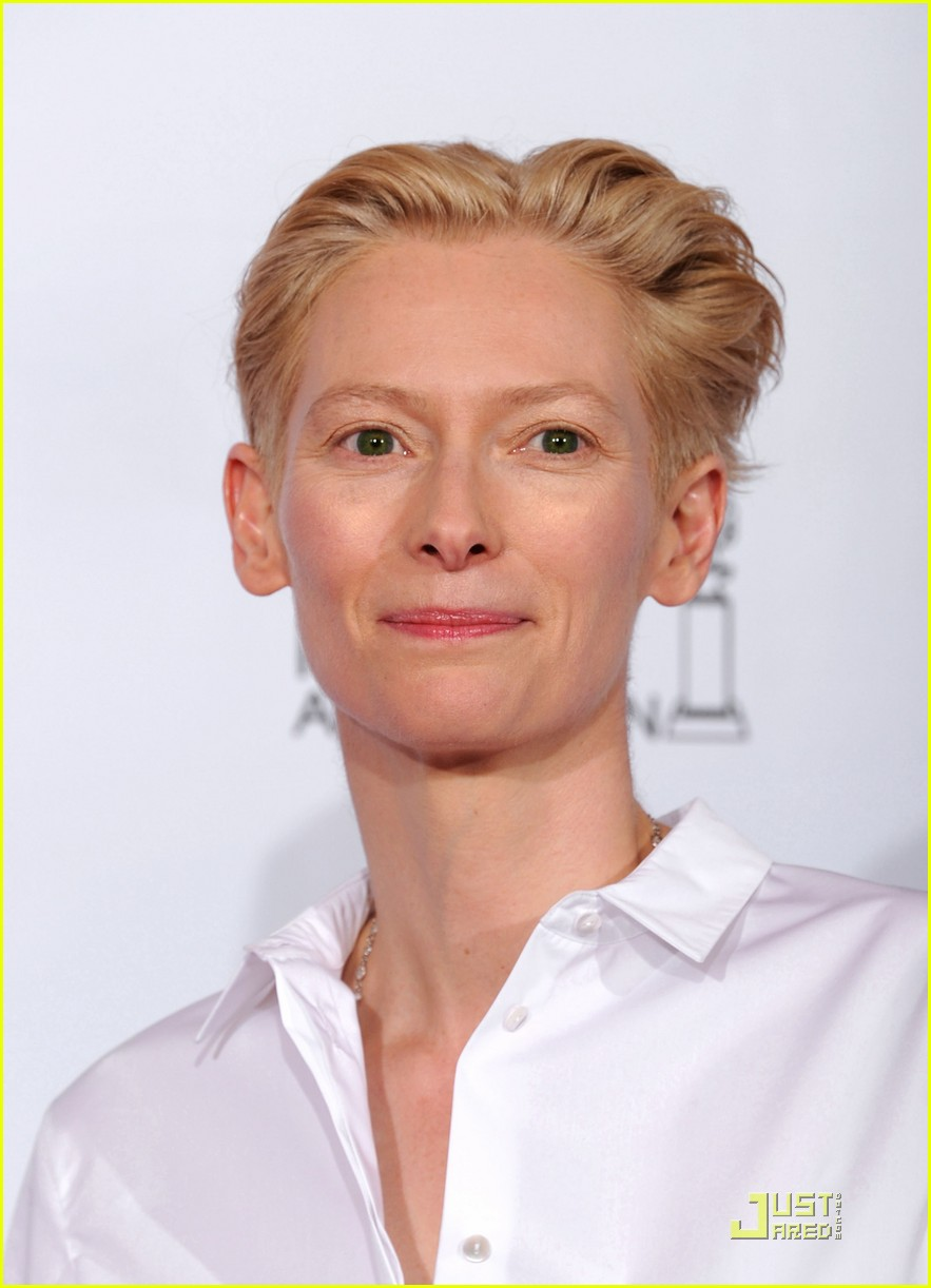 helen mirren tilda swinton golden globes 12