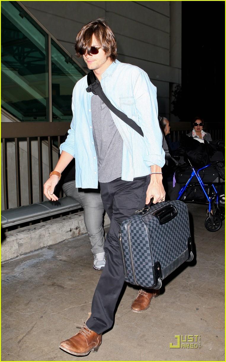 demi moore ashton kutcher en route to brazil 02