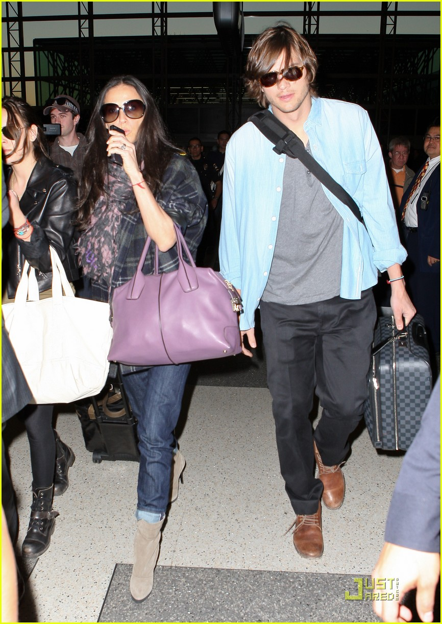 demi moore ashton kutcher en route to brazil 12