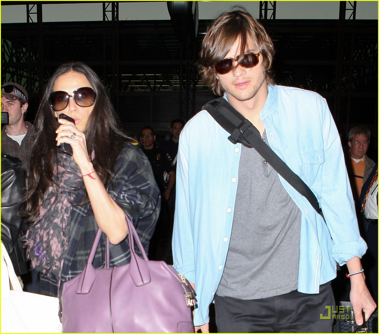 demi moore ashton kutcher en route to brazil 13