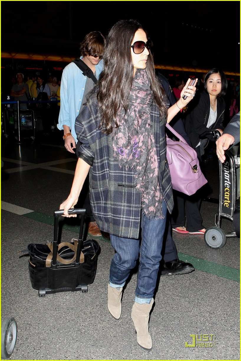 demi moore ashton kutcher en route to brazil 162514568