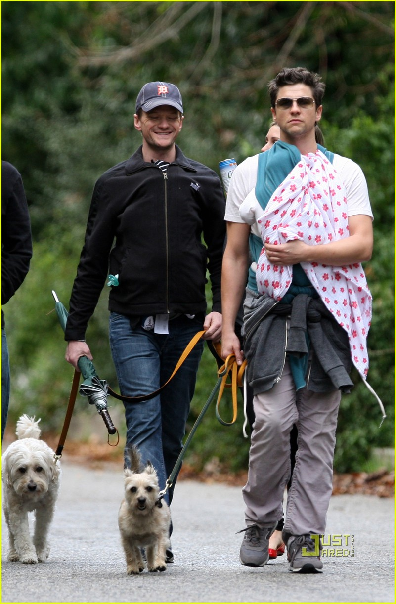 neil patrick harris david burtka walk twins 02