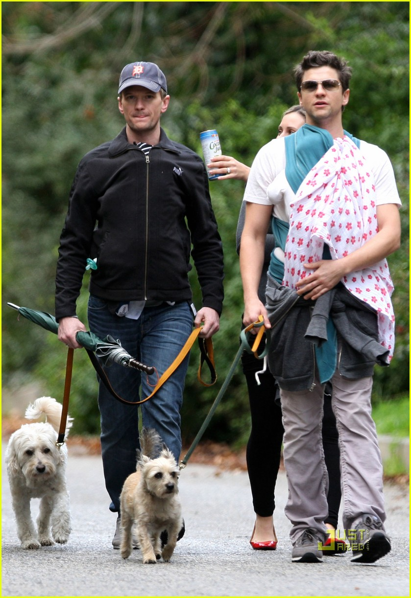 neil patrick harris david burtka walk twins 05