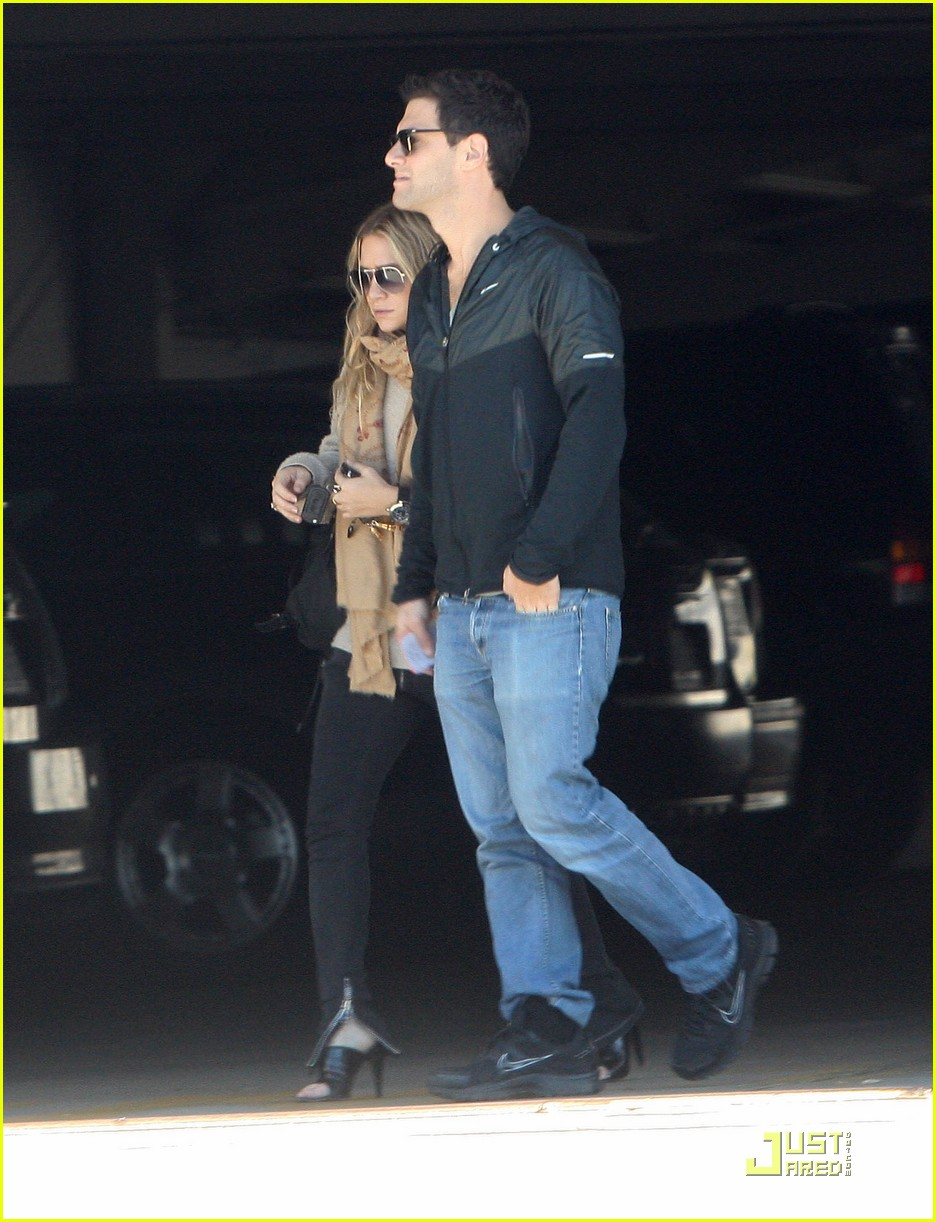 Ashley Olsen Justin Bartha Go Shopping 07
